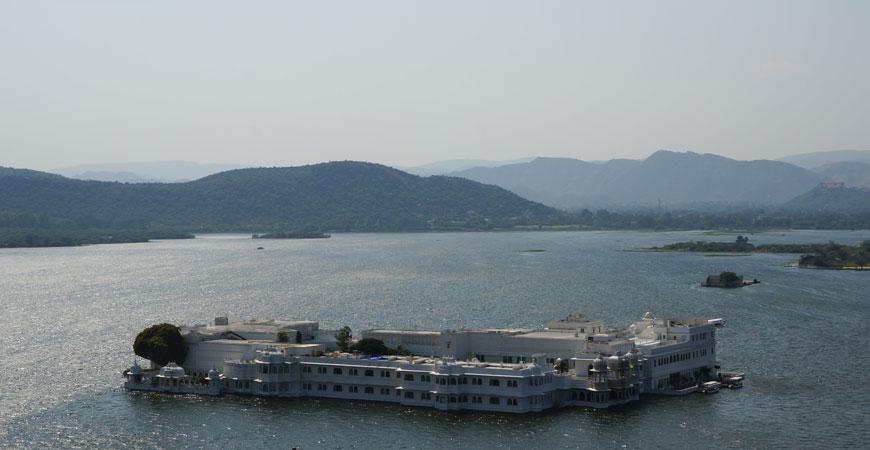 udaipur-rajasthan-lake-palace-2