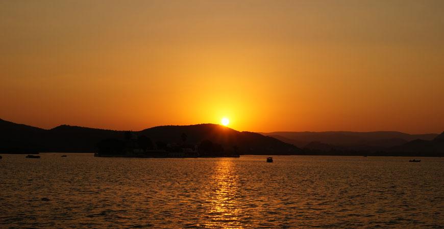 udaipur-rajasthan-sunset