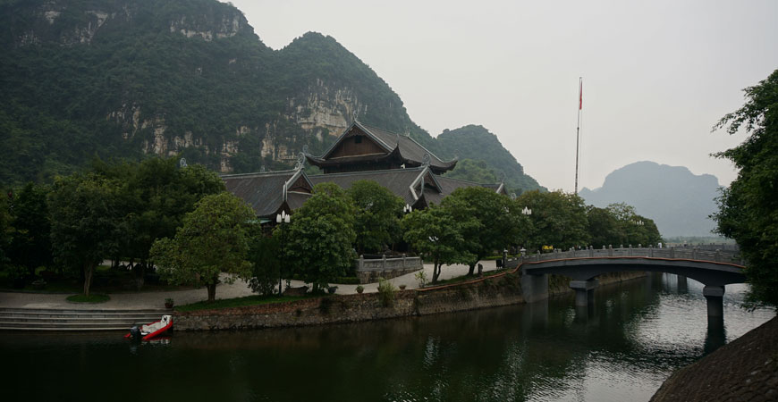 baie-halong-terrestre-tam-coc-pagode-bich-dong