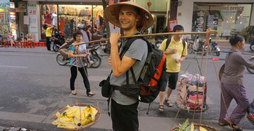 hanoi-roadtrip-vietnam-balance-marchandise