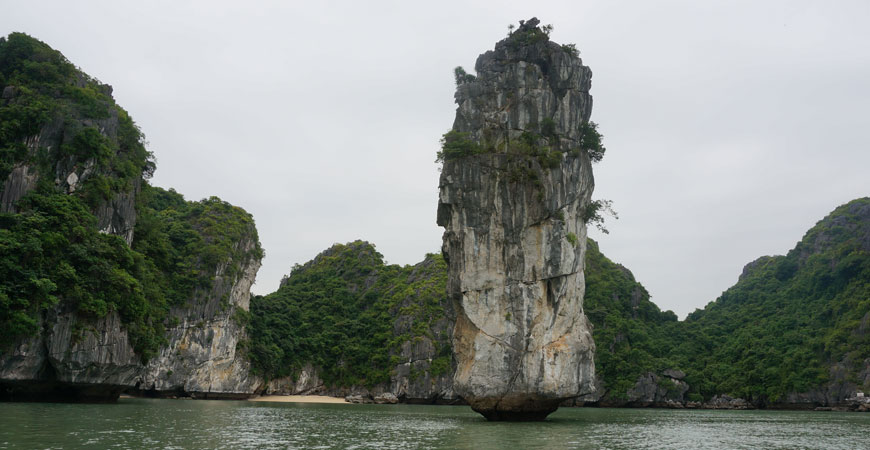 ile-cat-ba-baie-halong-vietnam-pic-karstique