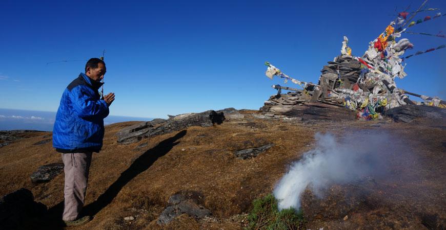 trek-nepal-pikey-peek-sommet-ceremonie