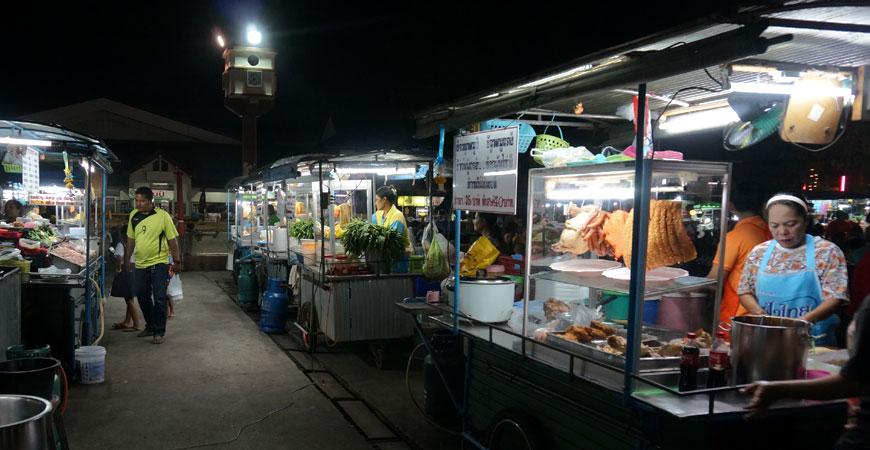 prachuap-khiri-khan-thailande-marche-nuit