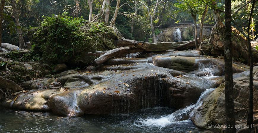 kanchanaburi-erawan-park-waterfall-cascade-7-niveaux