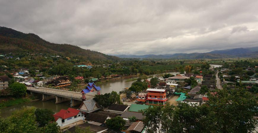 ta-ton-nord-thailande-village-akha
