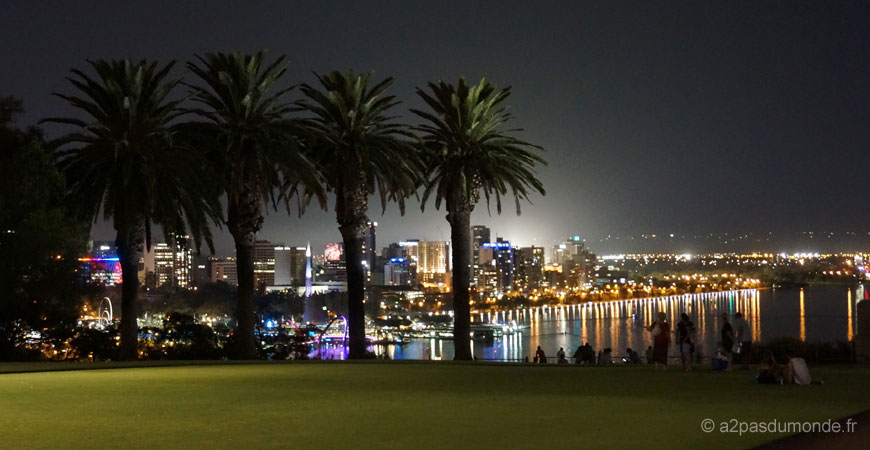 perth-kings-park-by-night-australie