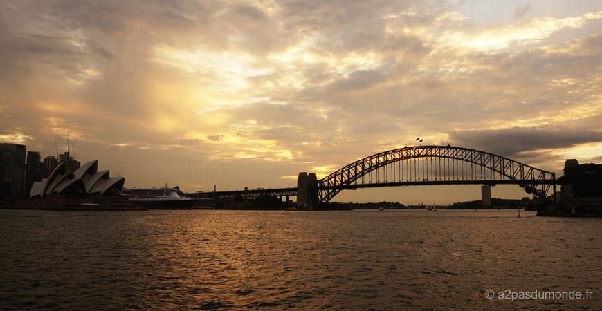 sydney-ferry-opera-harbor-bridge-sunset