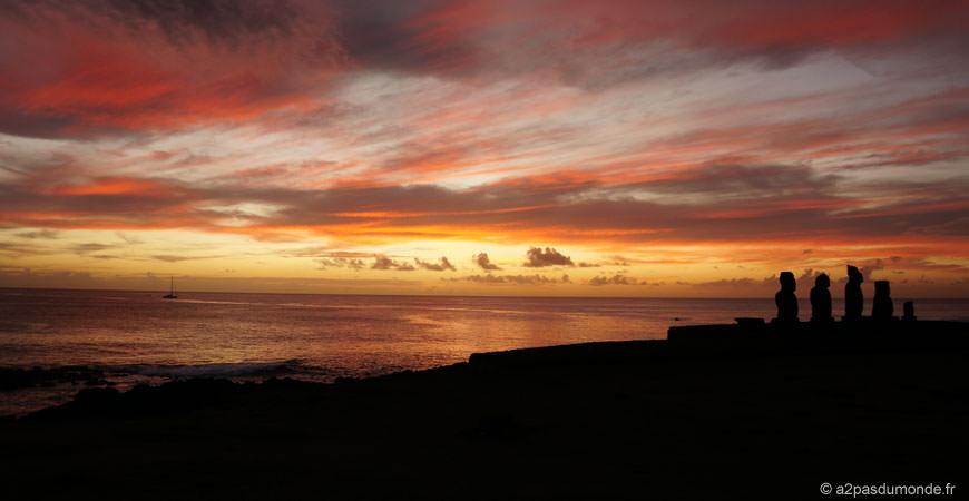voyage-ile-de-paques-moais-sunset-ahu-tahai