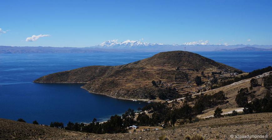 isla-del-sol-lac-titicaca-voyage-bolivie-montagnes
