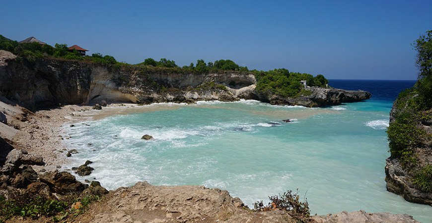 blue-lagoon-cliff-nusa-ceningan-voyage-bali