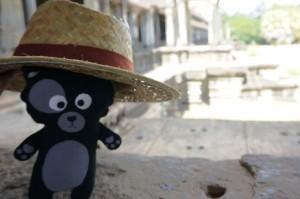 (14) Avec 40°C au soleil, le chapeau est de sortie aussi pour Kiwi ^^