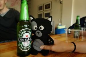 (28) Kiwi ne tient plus debout toute seule après une gorgée de bière...